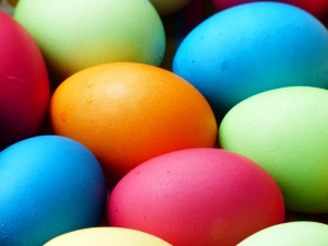 10 easy steps to decorate your own Easter eggs